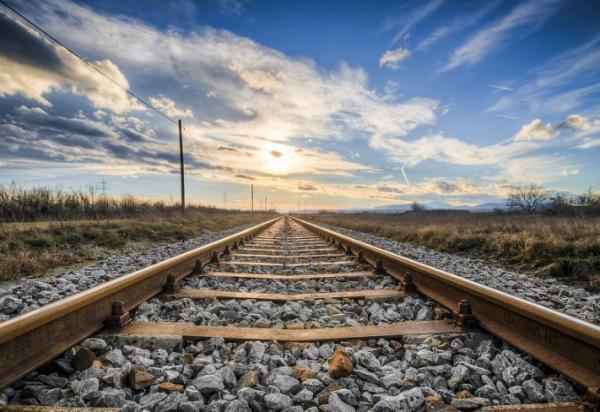 В Крыму девочка получила травму на железнодорожных путях
