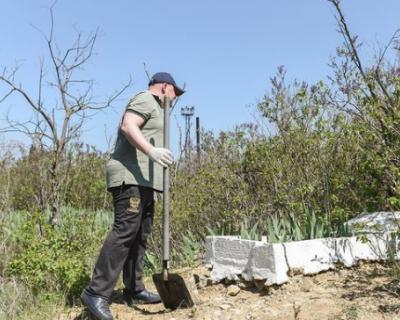 Михаил Развожаев: «Нас собралось более 200 человек на заброшенном кладбище»
