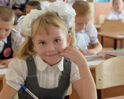 Появились новые сведения, когда в России каждому школьнику будет выдано по 10 тысяч