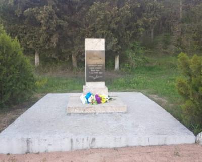 Сотрудники Херсонеса привели в порядок памятник воинам 32-й гвардейской стрелковой дивизии