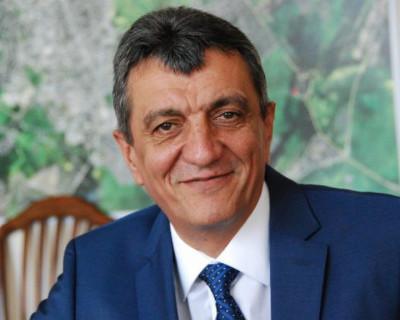 Губернатор Севастополя себе сократит, а врачам и учителям - нет!