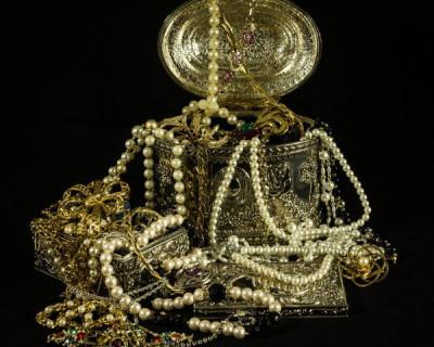 Севастополец украл у своей матери золото на 138 тысяч рублей