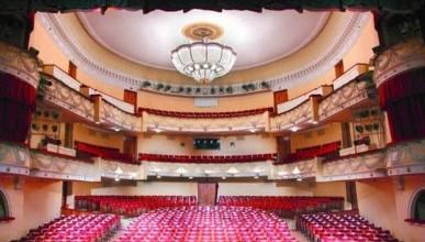 Театр Луначарского остаётся холодным и без буфета. Севастопольцы надеются на нового директора!