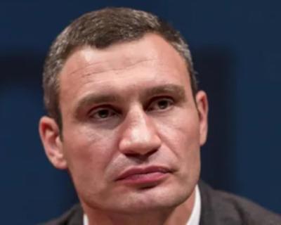 Сотрудники СБУ проводят обыск в доме Виталия Кличко