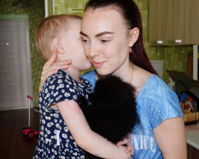 Маленькая Варя, пострадавшая во время пожара в Севастополе, пошла на поправку