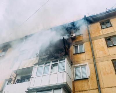 Спасатели МЧС ликвидировали пожар в многоквартирном доме