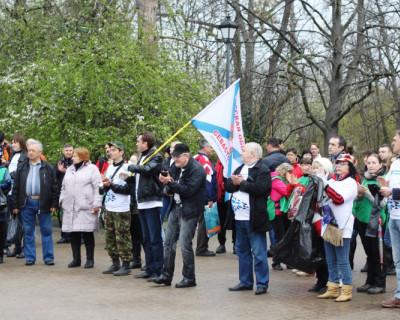 Примером будем всей России: на Малаховым кургане прошел субботник (фото)