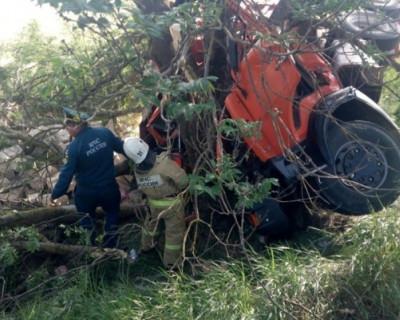 Сотрудники МЧС Крыма пришли на помощь водителю КАМАЗа