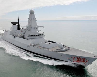 Российские военные выдворили британский эсминец из территориальных вод