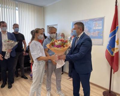 Молодым севастопольским семьям вручили сертификаты на приобретение жилья