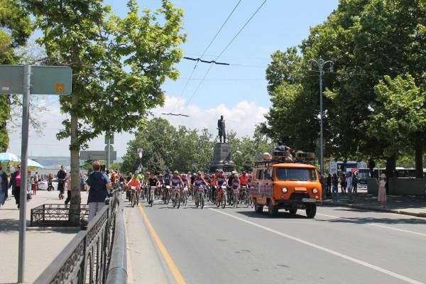 Тысячная велоколонна прокатилась по центру Севастополя 23