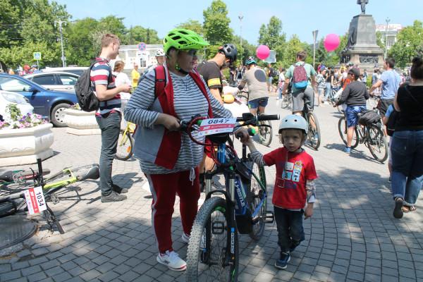 Тысячная велоколонна прокатилась по центру Севастополя 15