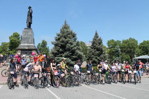Тысячная велоколонна прокатилась по центру Севастополя 19