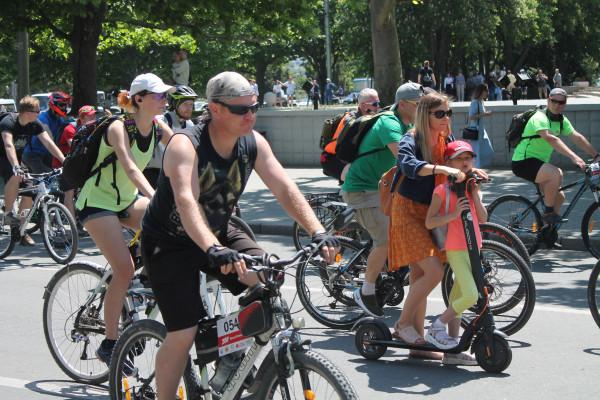 Тысячная велоколонна прокатилась по центру Севастополя 28