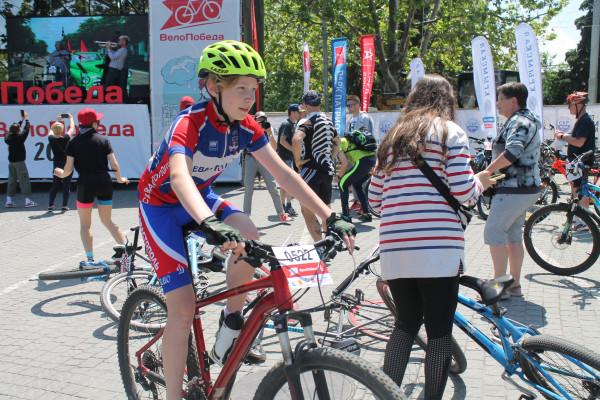 Тысячная велоколонна прокатилась по центру Севастополя 13