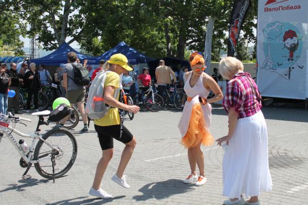 Тысячная велоколонна прокатилась по центру Севастополя 12