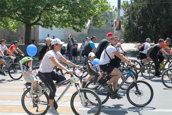 Тысячная велоколонна прокатилась по центру Севастополя 27