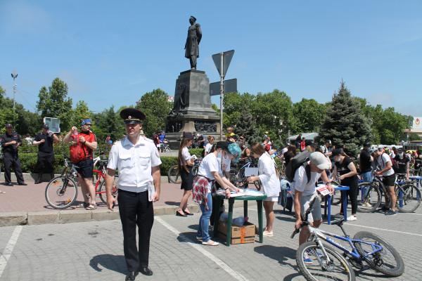 Тысячная велоколонна прокатилась по центру Севастополя 18