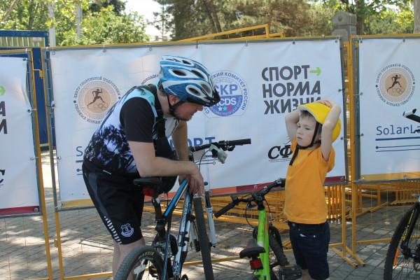 Тысячная велоколонна прокатилась по центру Севастополя 16