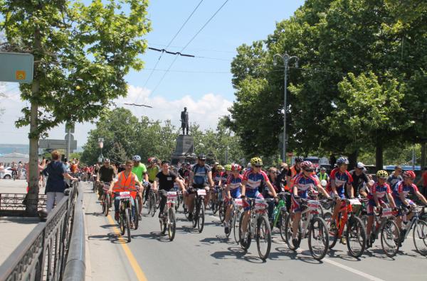 Тысячная велоколонна прокатилась по центру Севастополя 24