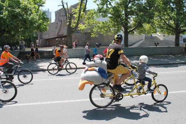 Тысячная велоколонна прокатилась по центру Севастополя 30
