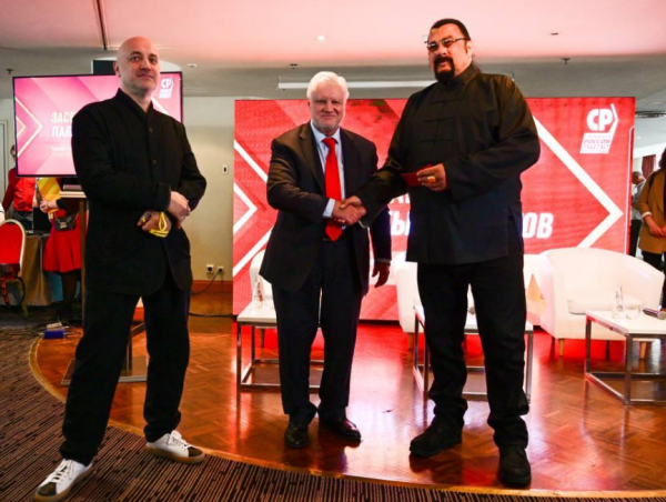 «Сильнейшая литературно-философско-политологическая команда»
