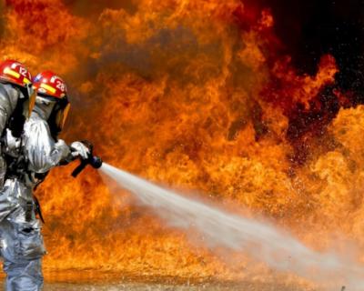 В Гурзуфе горит многоквартирный дом
