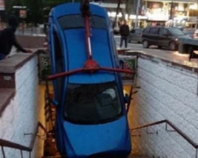 ДТП в Крыму: автомобиль провалился в подземный переход