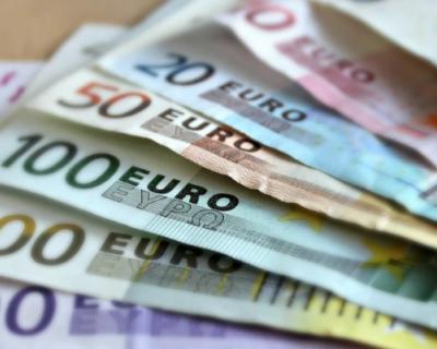 В Минфине призвали россиян переходить с доллара на евро