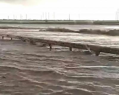 Сильные ливни затопили керченский участок «Тавриды»