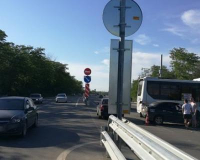 Автобус столкнулся с легковушкой в Симферополе