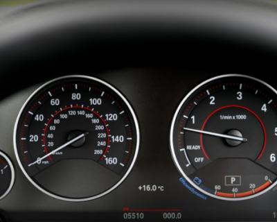 Скорость движения автотранспорта в российских городах ограничат до 30 км/ч