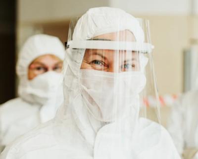 Рост числа заразившихся коронавирусом связали с наступлением лета