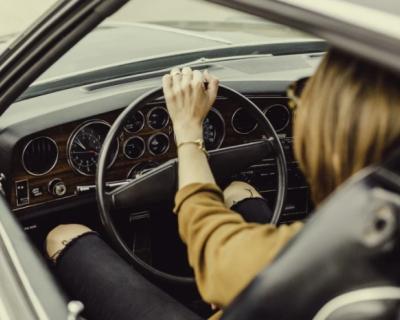 Угроза лишиться своего автомобиля вынудила женщину оплатить штрафы ГИБДД