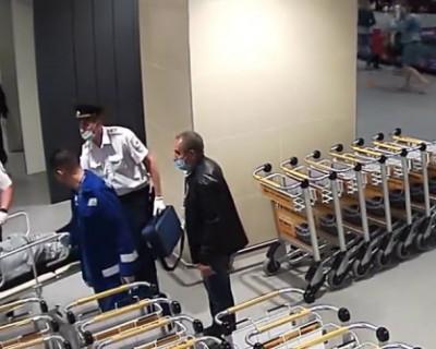Полицейские спасли мужчину в аэропорту Симферополя