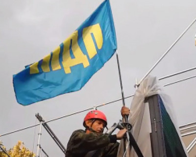 ЛДПР вон из Севастополя. Демонтаж флага на митинге 12.09.14