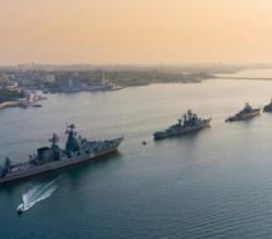 Моряки-черноморцы отслеживают действия эсминца США в Черном море