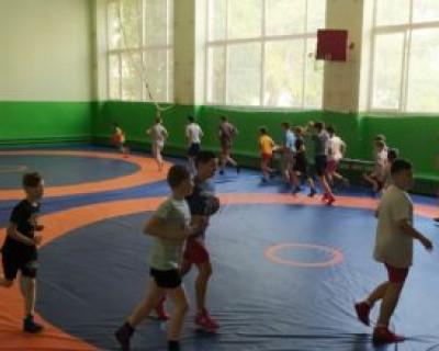 Вице-премьер Крыма Евгений Кабанов оказал помощь юниорам с поездкой на турнир в Севастополь