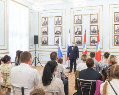 Многодетные семьи Севастополя получили выплаты на улучшение жилищных условий