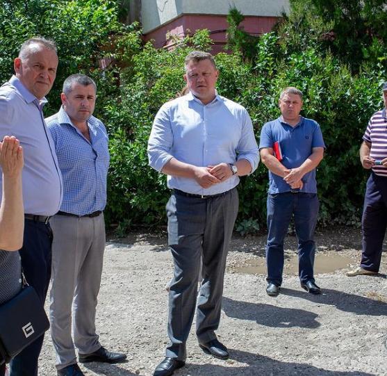 Евгений Кабанов разбирается с проблемами крымчан