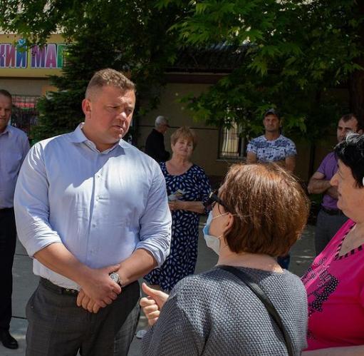 Евгений Кабанов разбирается с проблемами крымчан  1