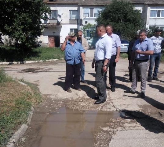 Евгений Кабанов разбирается с проблемами крымчан  3
