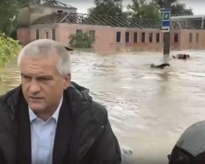 В Крыму вытаскивают из воды людей и думают, как быть дальше... (ВИДЕО, ФОТО)