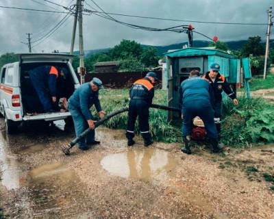 Силы МЧС в Севастополе продолжают ликвидацию последствий непогоды