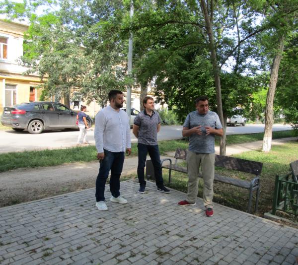 Севастопольский депутат Михаил Брицын обсудил с избирателями проблемы поселка Кача 1