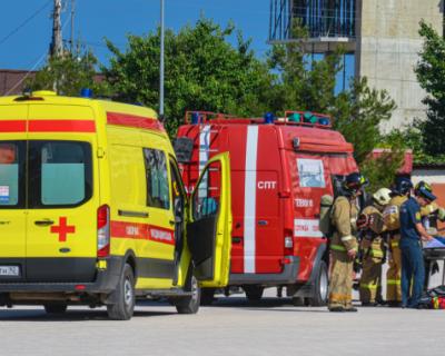 В ДКР тушили возникший пожар на сцене, эвакуировали персонал и спасали пострадавших