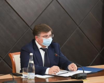 В Севастополе оперативно устраняют последствия непогоды