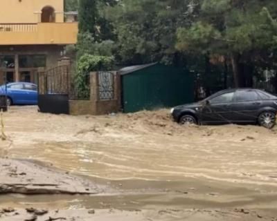 Полиция продолжает поиски женщины, пропавшей во время наводнения в Ялте