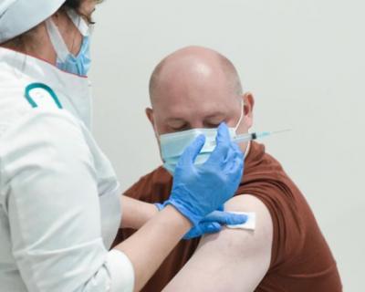 Губернатор Севастополя призвал сделать прививку от коронавируса