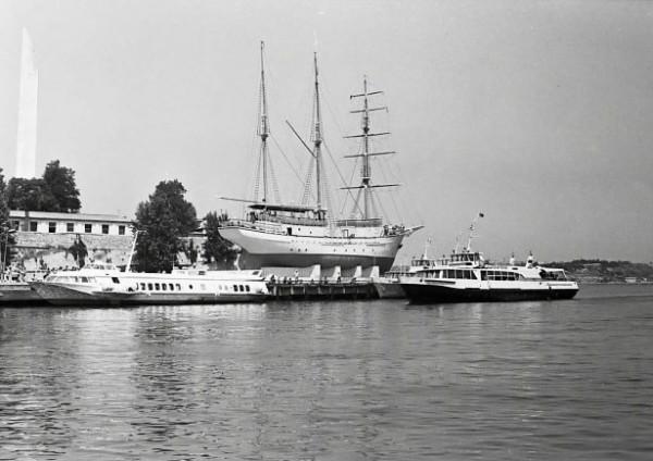 Про паруса и севастопольские рестораны… 1